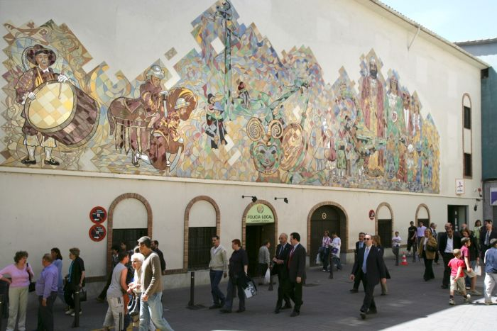 Antic Hospital. Mural de la Patum